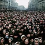 この映画語らせて!ズバッと評論!!『セルゲイ・ロズニツァ 群衆ドキュメンタリー3選:国葬』構図や演出の決まったプロパガンダ映像を、より劇映画的に編集することによる皮肉!!